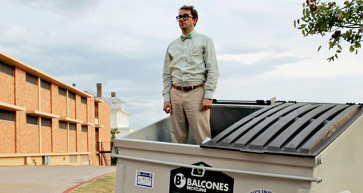 Profesor koclok Bahagia Tinggal di Tempat Sampah