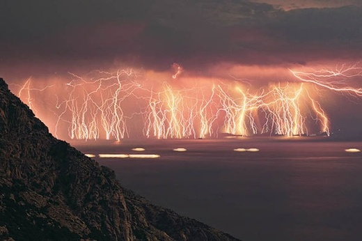 Bilderesultat for thunder storm catatumbo river